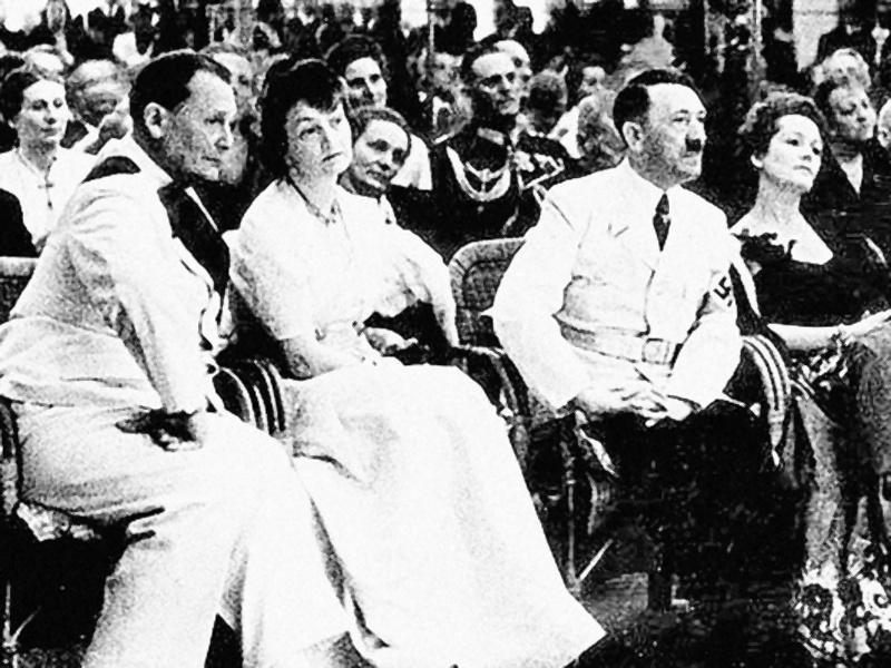 Исторический прием у Риббентропа: Геринг с женой и Гитлер с Ольгой Чеховой