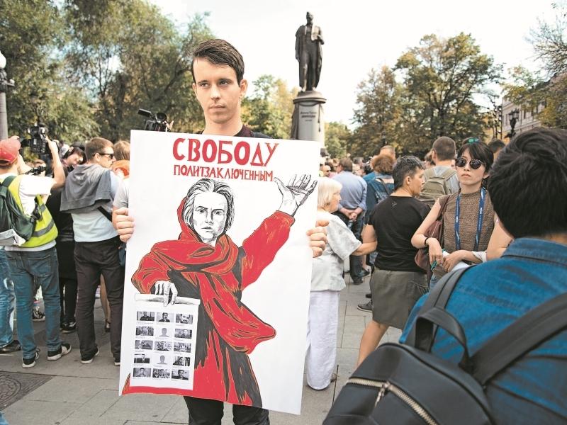 По бульварам прогулялись до 5 тыс. человек // фото: Мария Булгакова