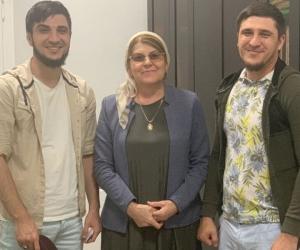 Братья Вахараговы и член член совета по правам человека в Чечне Хеда Саратова // фото: Instagram Саратовой