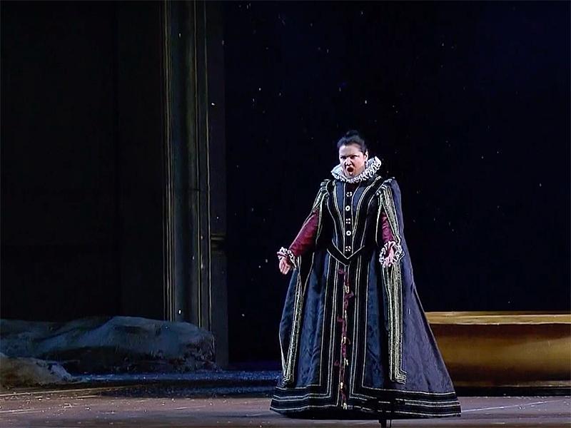Анна Нетребко в оперном спектакле «Дон Карлос» / фото в статье: скриншоты Youtube